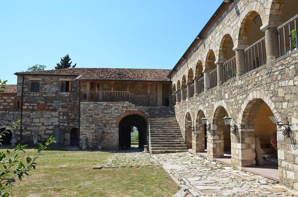 apollonia  places to visit in albania